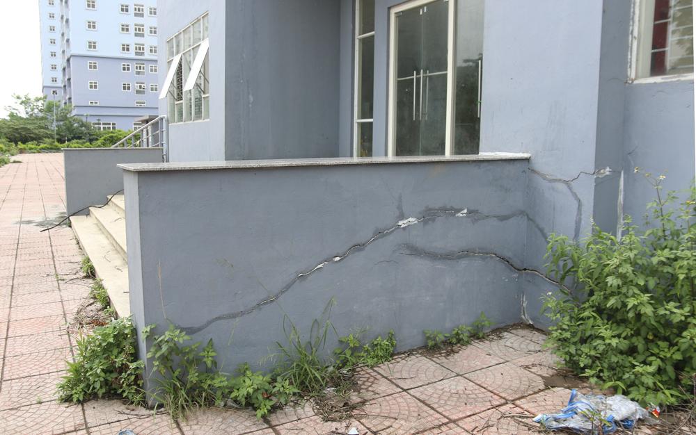 """Hà Nội: Sát mặt đường lớn, 3 tòa chung cư trên """"đất vàng"""" không có người ở, kim tiêm la liệt - Ảnh 4."""