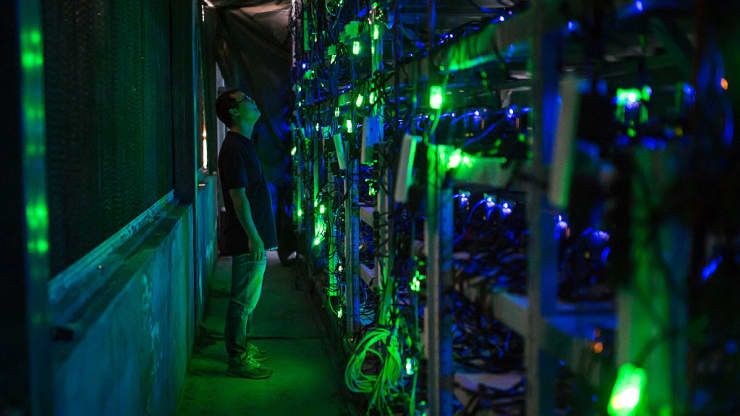Mỏ khai thác bitcoin lớn nhất Trung Quốc mạnh tay với tiền ảo - Ảnh 1.