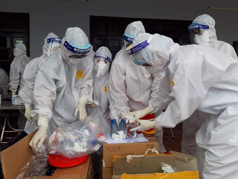 Thứ trưởng Bộ Y tế Nguyễn Trường Sơn: Sẽ thí điểm cho người dân tự lấy mẫu test nhanh Covid-19 - Ảnh 3.