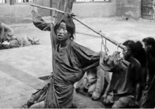Cuộc sống cuối thời nhà Thanh: Lính nước ngoài ngang nhiên vồ thiếu nữ, đút tiền để được chết nhanh hơn - Ảnh 3.
