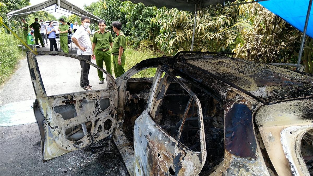 Nóng: Bộ xương người cháy khô trên xe taxi ở An Giang - Ảnh 1.