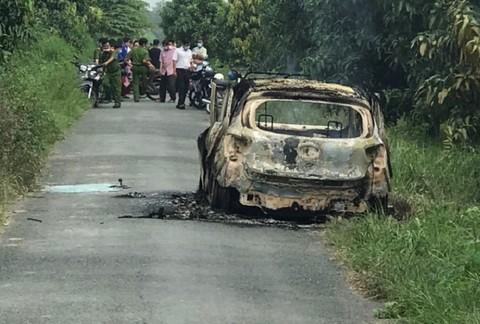 Nóng: Bộ xương người cháy khô trên xe taxi ở An Giang - Ảnh 2.