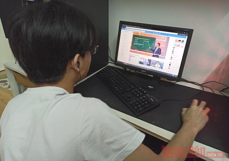 Tối nay, học sinh lớp 12 Hà Nội bắt đầu làm khảo sát trực tuyến - Ảnh 1.