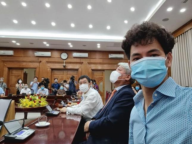 MC Thành Trung, NSƯT Xuân Bắc... trao hơn 365 triệu đồng chống Covid-19 - Ảnh 2.