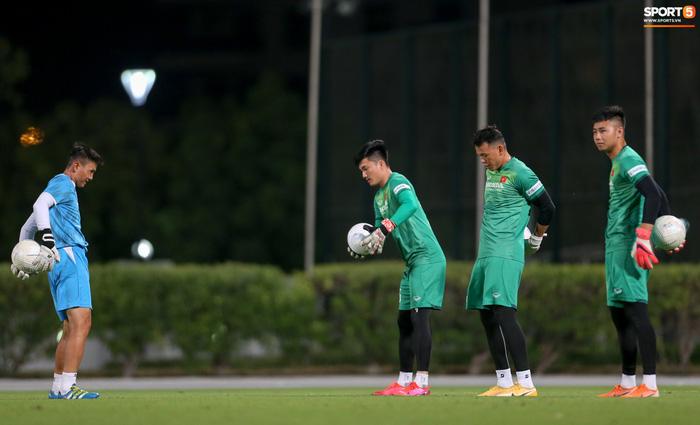 """Thủ môn Nguyễn Văn Hoàng khiến HLV Park Hang-seo """"tức điên"""" - Ảnh 1."""