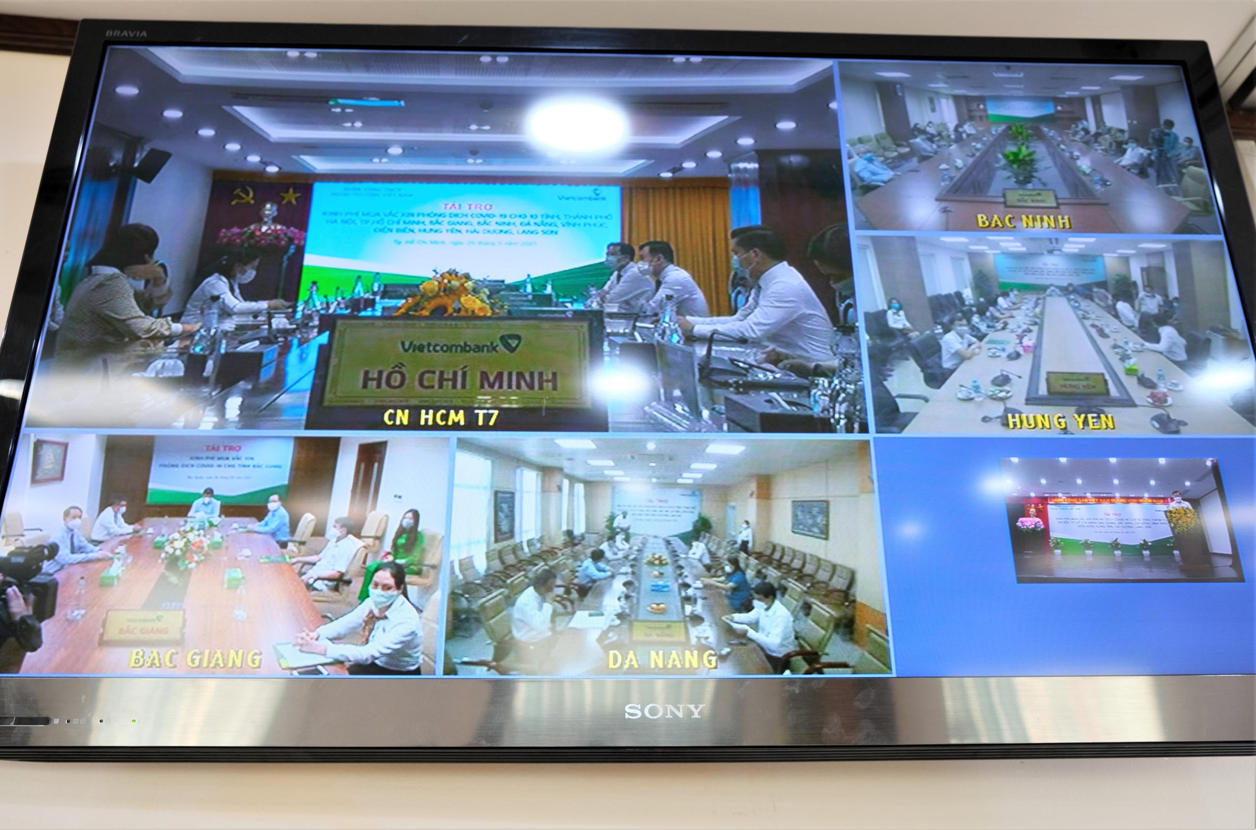 Vietcombank tài trợ 40 tỷ đồng trong đợt cao điểm quyên góp ủng hộ, phòng chống dịch Covid-19 - Ảnh 3.