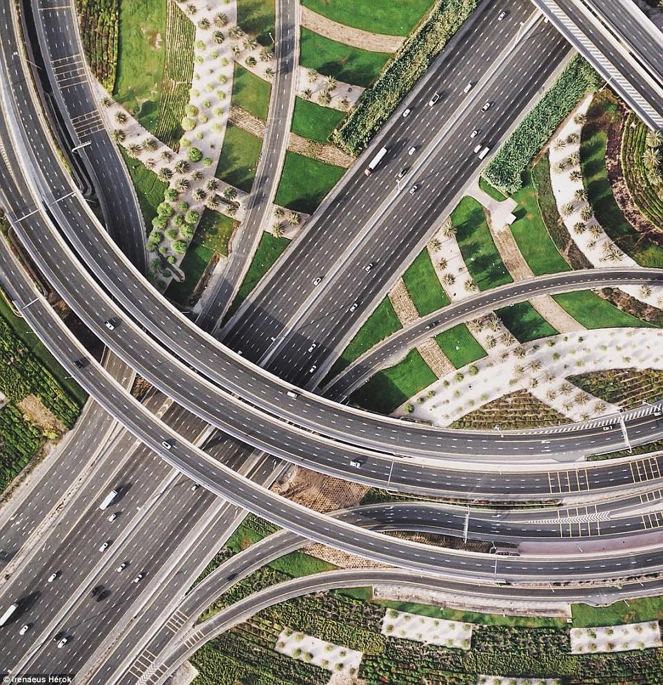 Vẻ đẹp siêu thực của Dubai nhìn từ trên cao - Ảnh 9.