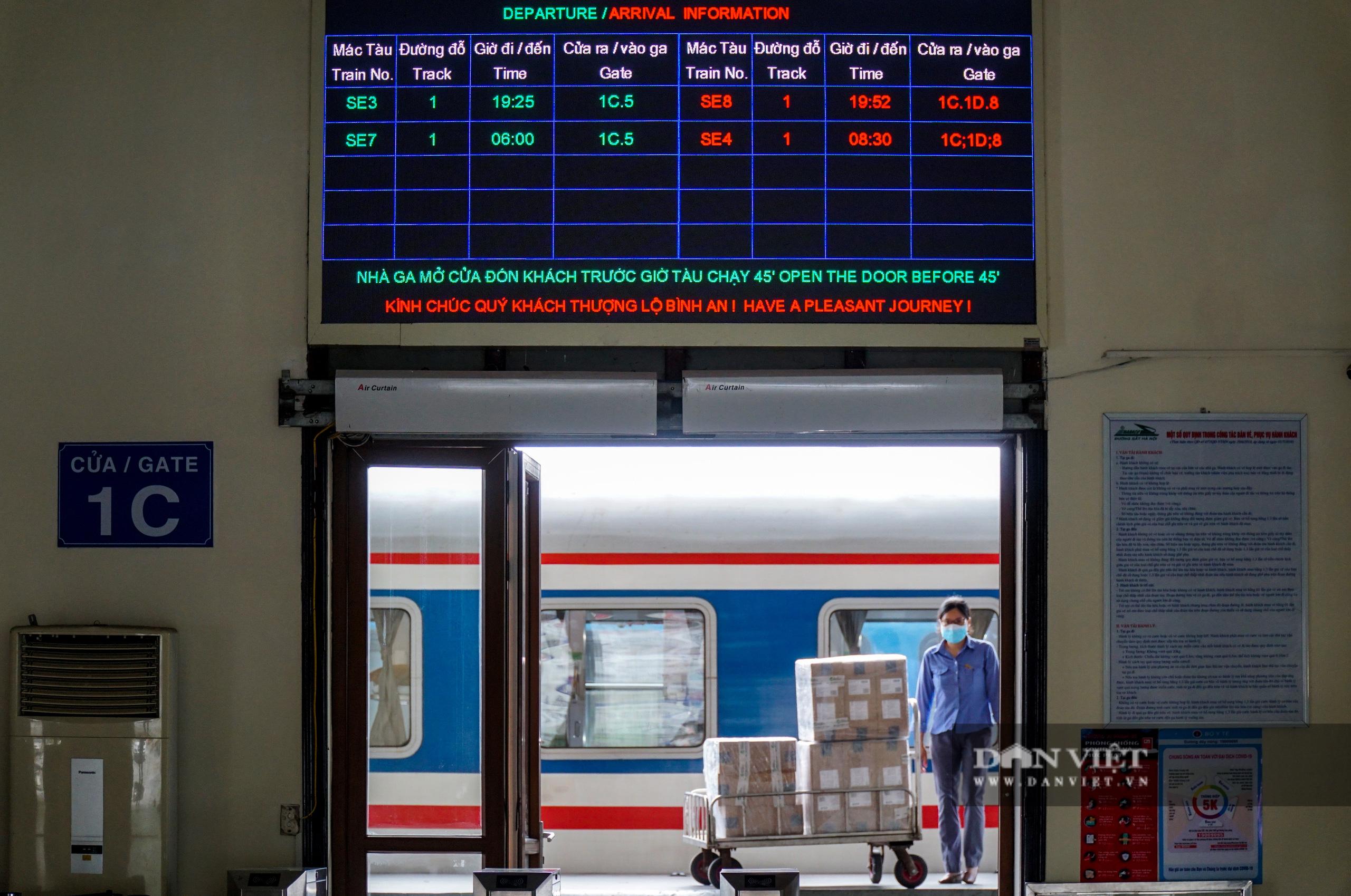 Bến xe ế ẩm khách di chuyển, ga tàu vắng hoe vì Covid-19 - Ảnh 6.