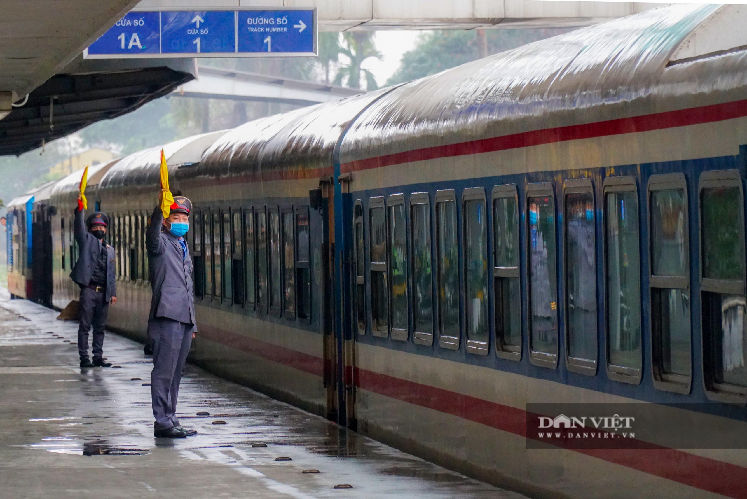 Bến xe ế ẩm khách di chuyển, ga tàu vắng hoe vì Covid-19 - Ảnh 8.