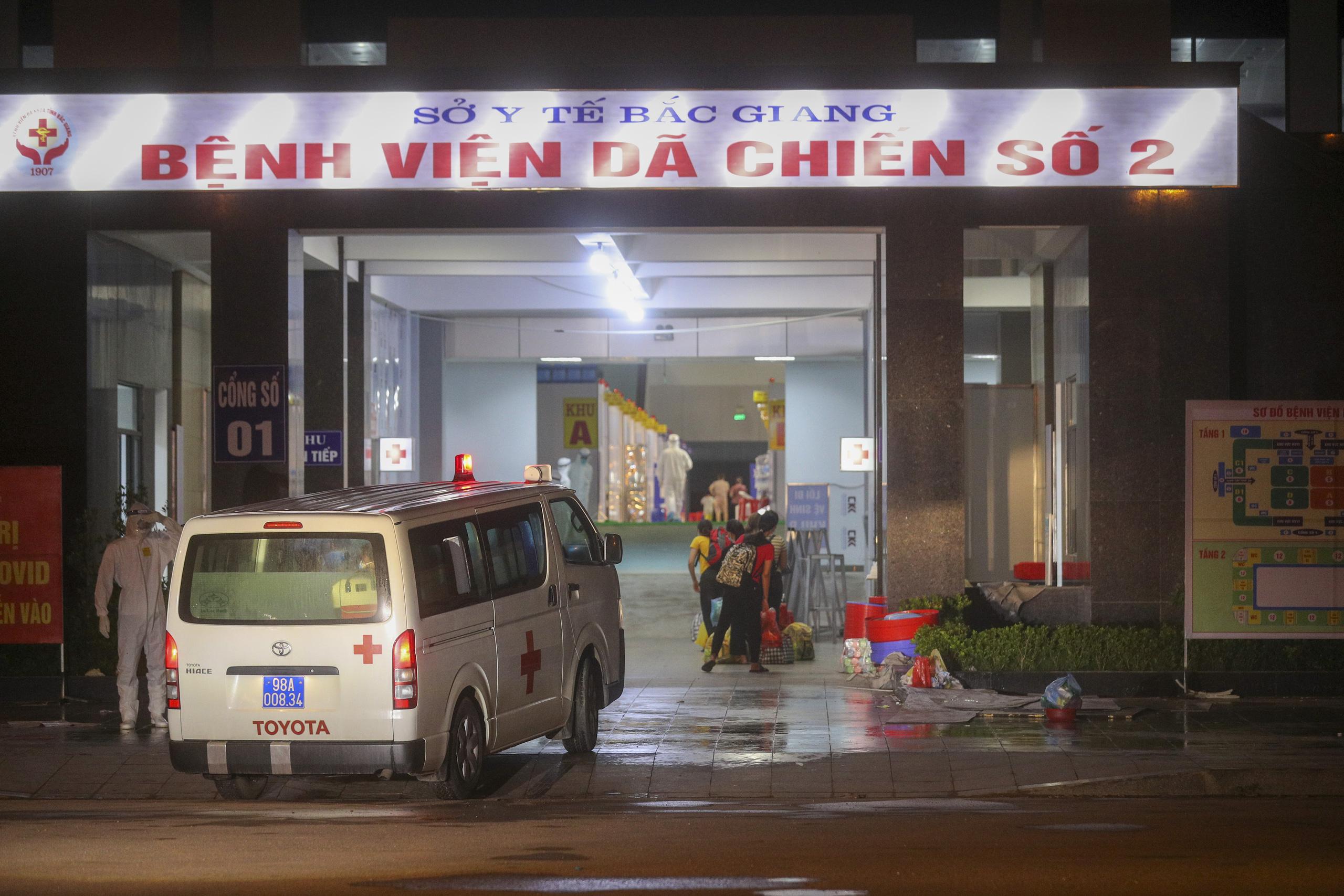Bệnh viện dã chiến số 2 Bắc Giang tiếp nhận hơn 500 bệnh nhân Covid-19 - Ảnh 1.