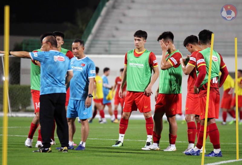 ĐT Việt Nam tại UAE: 3 tuyển thủ phải tập riêng - Ảnh 5.