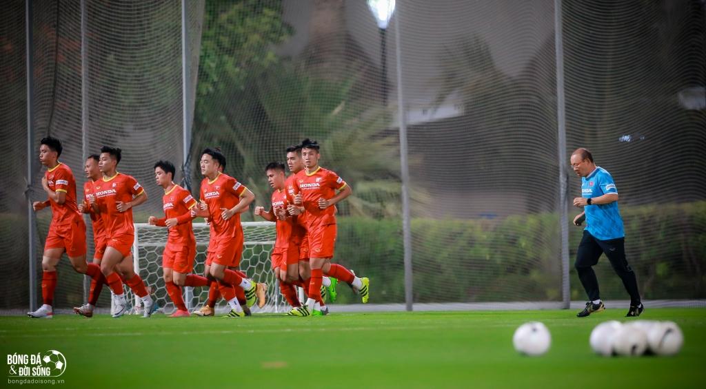 ĐT Việt Nam mướt mồ hôi tại UAE với buổi tập vào... nửa đêm  - Ảnh 2.