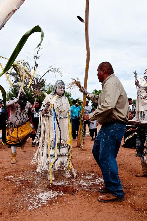 """Lễ Dậy thì đặc biệt của các thiếu nữ thổ dân Apache với đức tin về sự """"tái sinh"""" - Ảnh 7."""