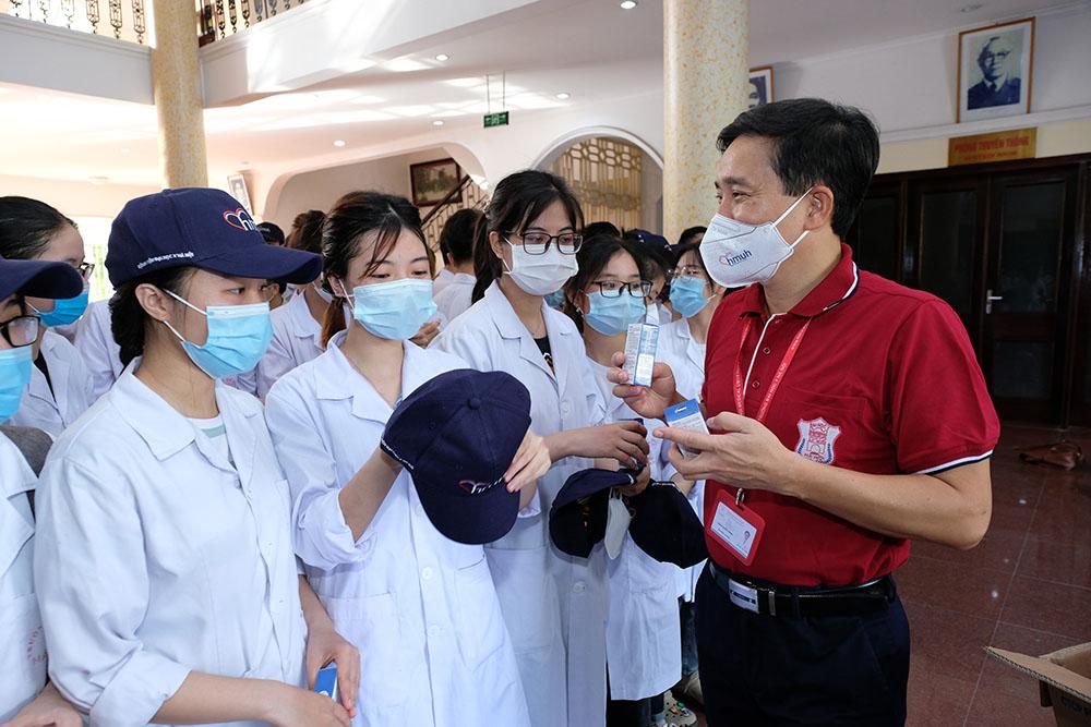 Hà Nội lên kế hoạch huy động sinh viên, y bác sĩ nghỉ hưu chống dịch Covid-19 - Ảnh 4.