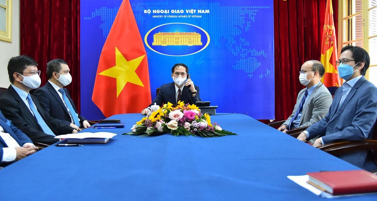 Hoa Kỳ sẽ tiếp tục hỗ trợ Việt Nam tiếp cận vaccine Covid-19 thông qua COVAX - Ảnh 1.