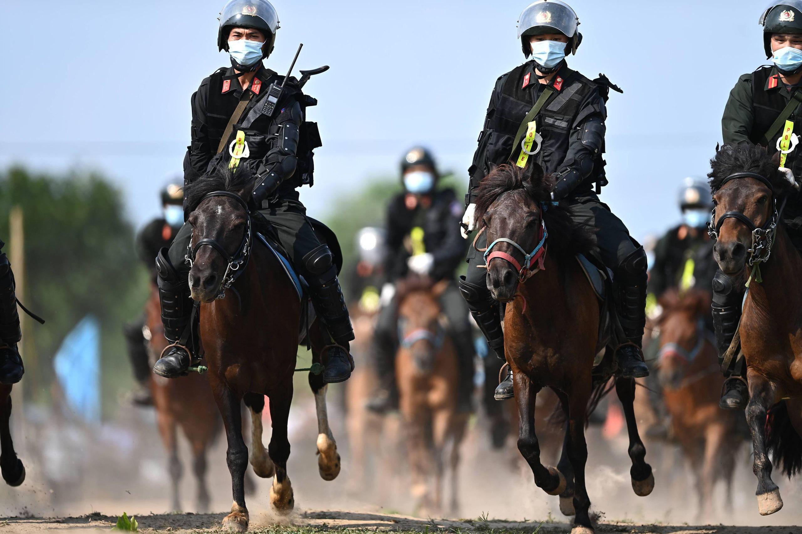 Cảnh sát Cơ động kỵ binh ngày một thuần thục kỹ năng nghiệp vụ - Ảnh 2.