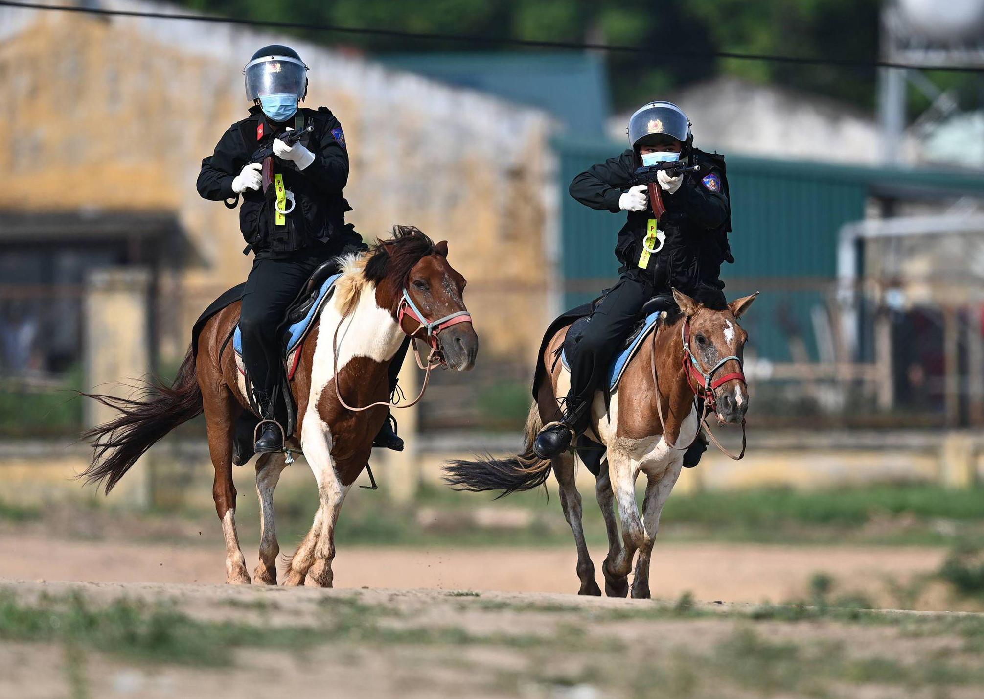 Cảnh sát Cơ động kỵ binh ngày một thuần thục kỹ năng nghiệp vụ - Ảnh 3.
