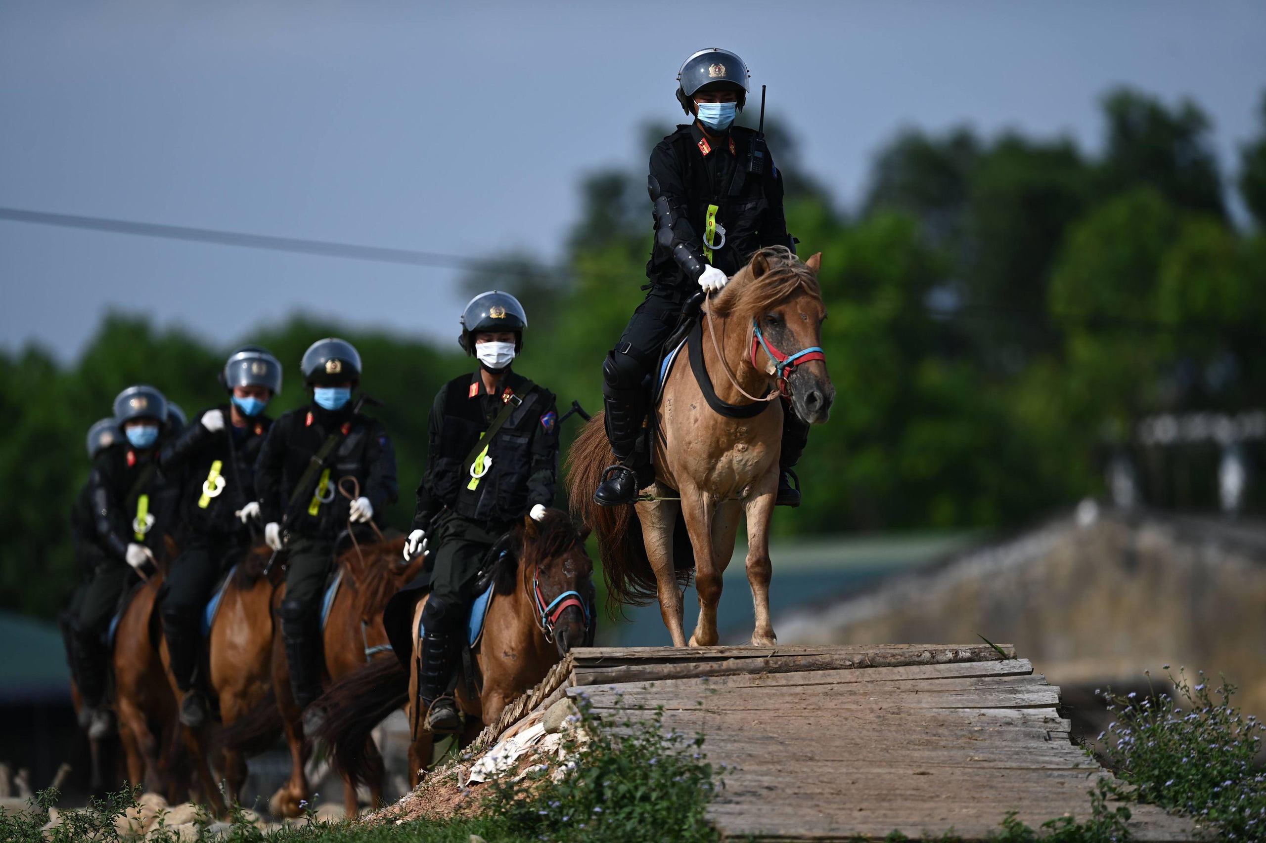 Cảnh sát Cơ động kỵ binh ngày một thuần thục kỹ năng nghiệp vụ - Ảnh 6.
