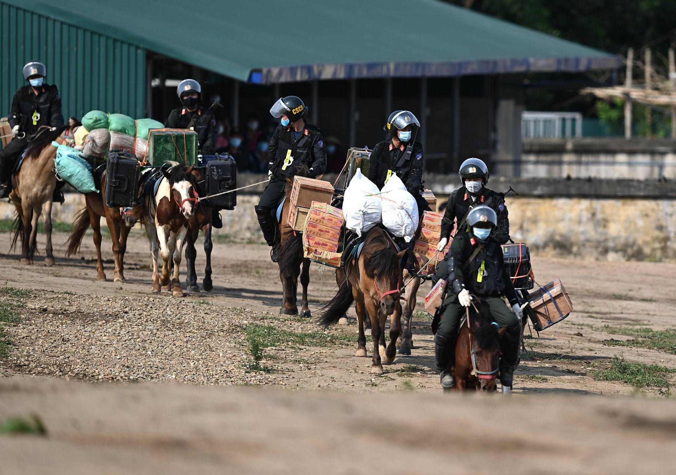 Cảnh sát Cơ động kỵ binh ngày một thuần thục kỹ năng nghiệp vụ - Ảnh 7.