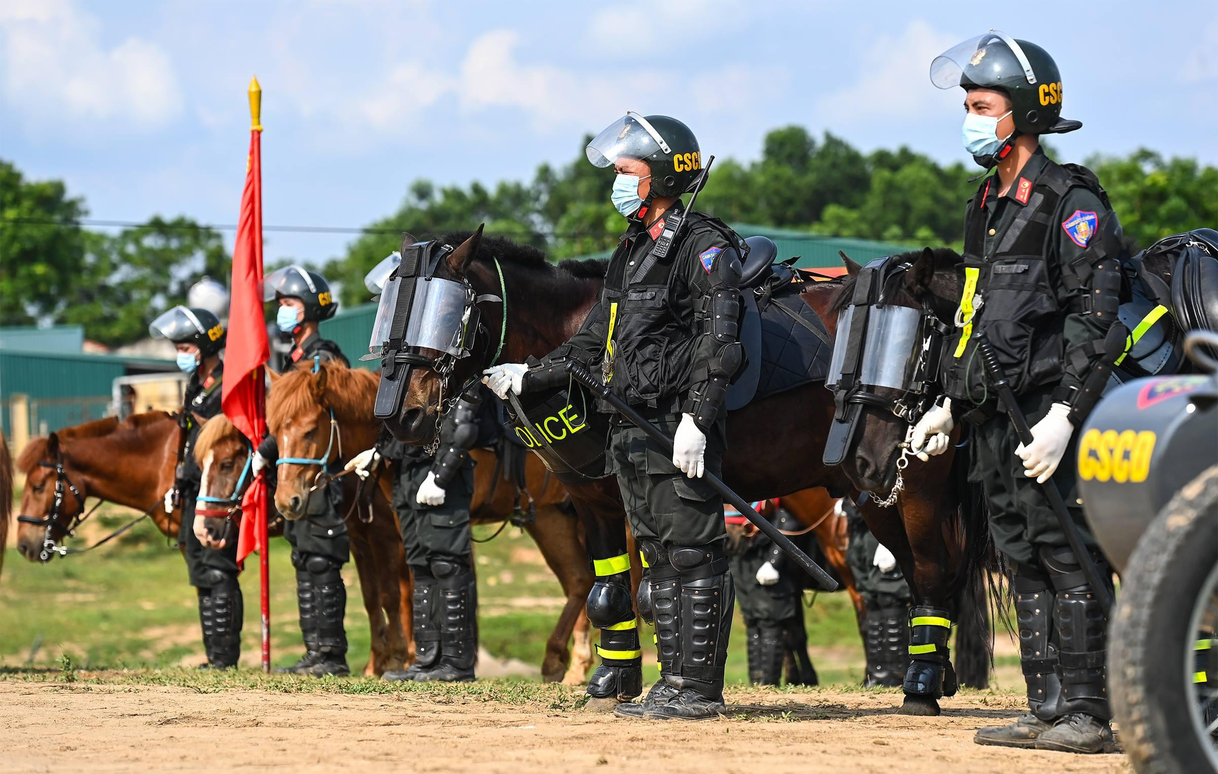 Cảnh sát Cơ động kỵ binh ngày một thuần thục kỹ năng nghiệp vụ - Ảnh 1.