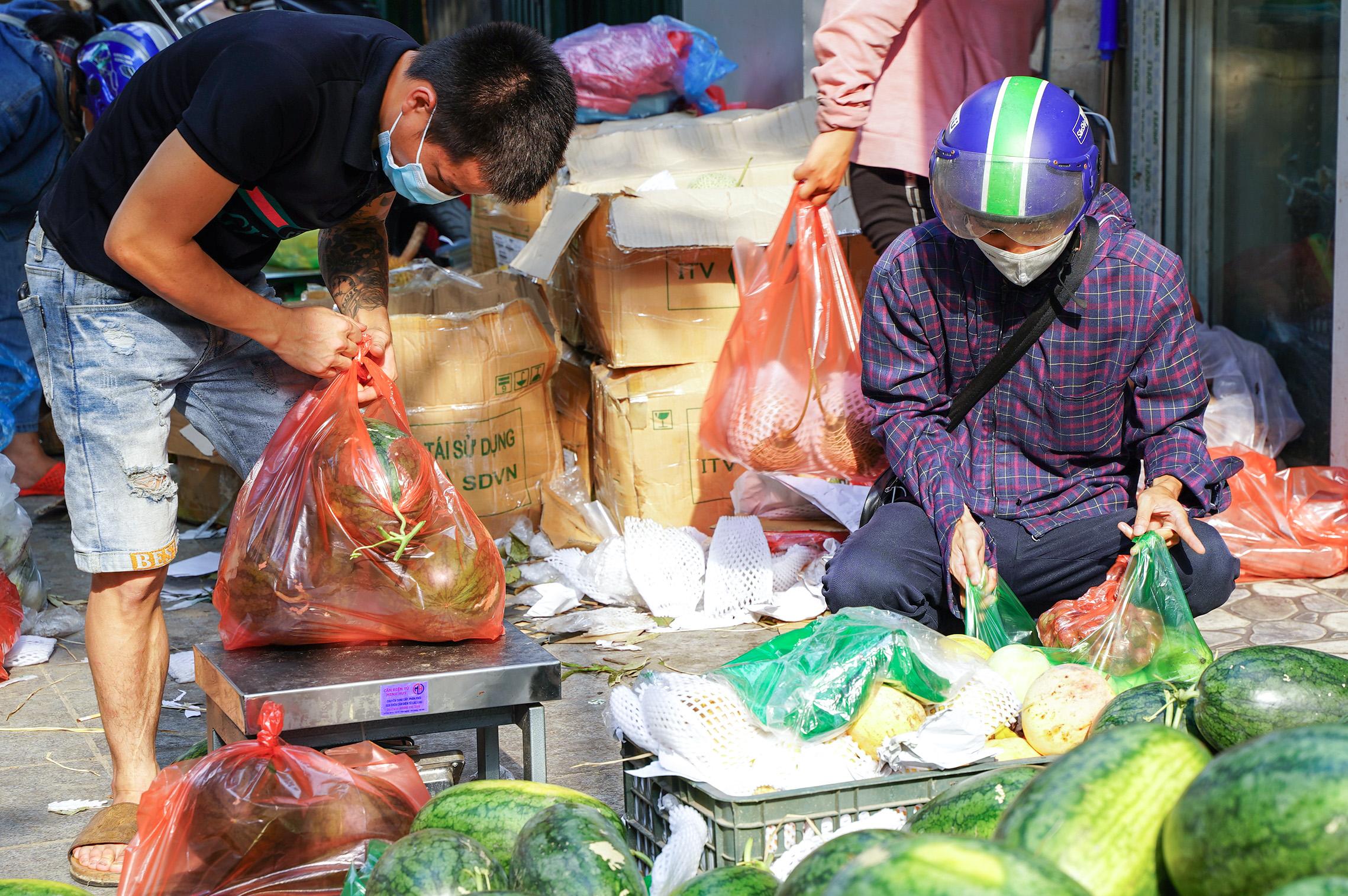 Hơn 60 tấn dưa hấu Bắc Giang được người dân Hà Nội giải cứu - Ảnh 2.