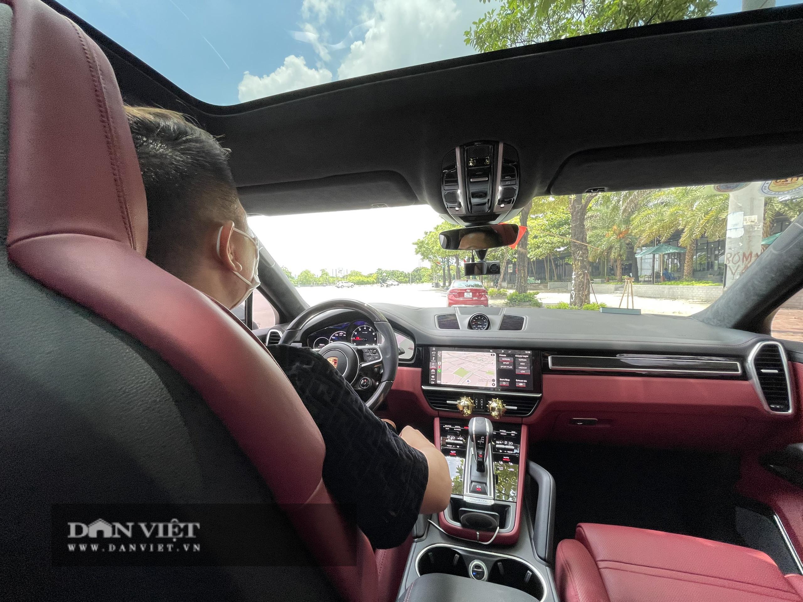 """Chủ siêu xe Porsche Cayenne Coupe độc nhất Việt Nam: """"Khi ôm vô-lăng là tận hưởng"""" - Ảnh 1."""