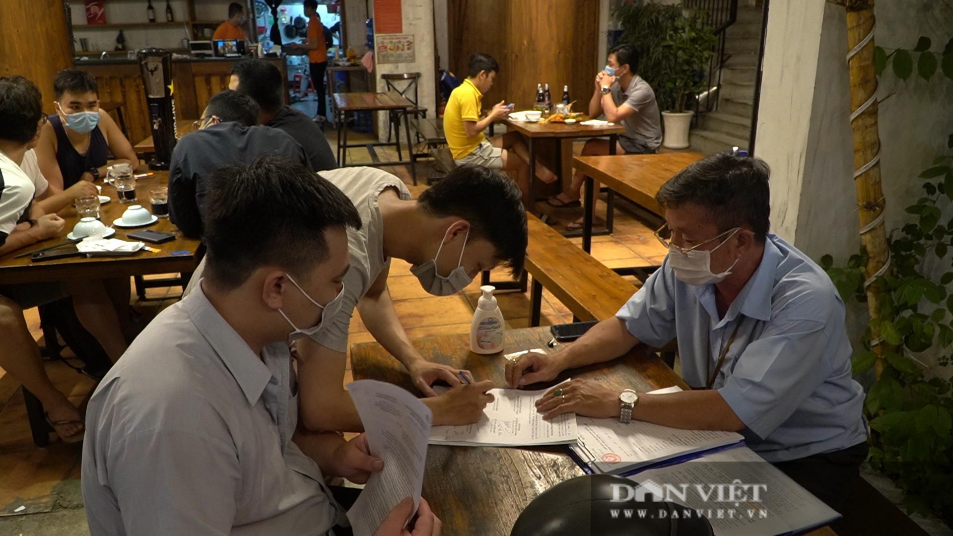 TP Hồ Chí Minh: Xử phạt hàng chục triệu đồng đối với nhiều quán cà phê vi phạm phòng dịch - Ảnh 4.