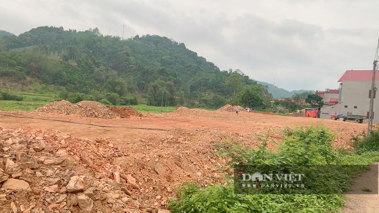 Bắc Kạn: Mở đường lên rừng, đổ đất lấp ruộng trái phép ngày cạnh UBND xã - Ảnh 6.