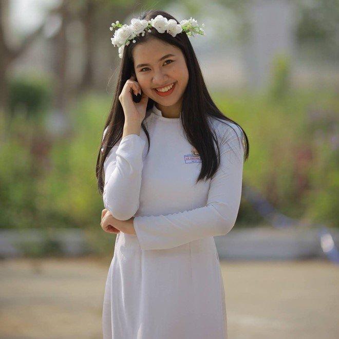 MC 10X xinh xắn của VTV:  Học xuất sắc, một mình sống giữa Hà thành  - Ảnh 8.