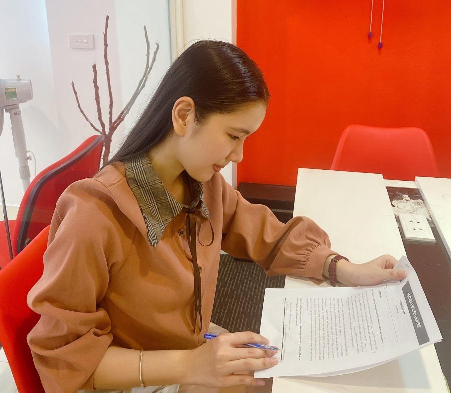 MC 10X xinh xắn của VTV:  Học xuất sắc, một mình sống giữa Hà thành  - Ảnh 7.