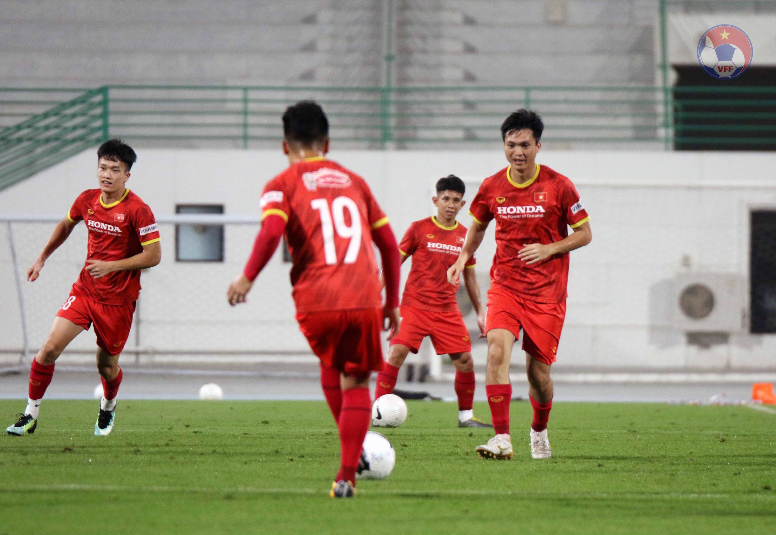 HLV Park Hang-seo lộ ý định bất ngờ đối với Quang Hải - Ảnh 1.