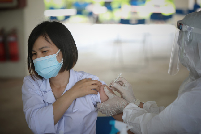 Doanh nghiệp ủng hộ Quỹ vaccine phòng Covid-19 có được ưu tiên tiêm trước? - Ảnh 1.