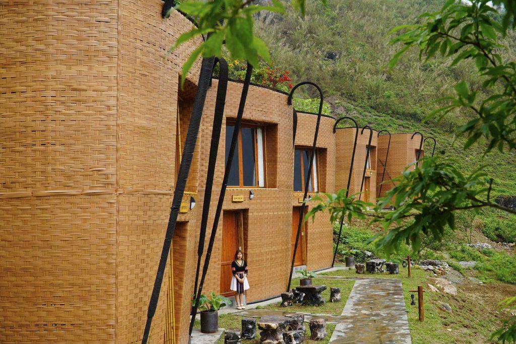 Độc đáo khách sạn hình chiếc gùi ở nơi địa đầu Tổ quốc - Ảnh 2.