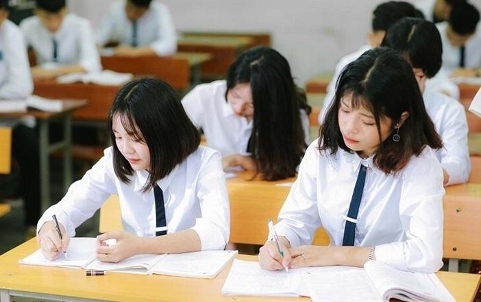 """""""Nóng"""" vì dịch: TP.HCM hoãn thi lớp 10, Vĩnh Phúc cho học sinh đi học lại 5 tuần - Ảnh 1."""
