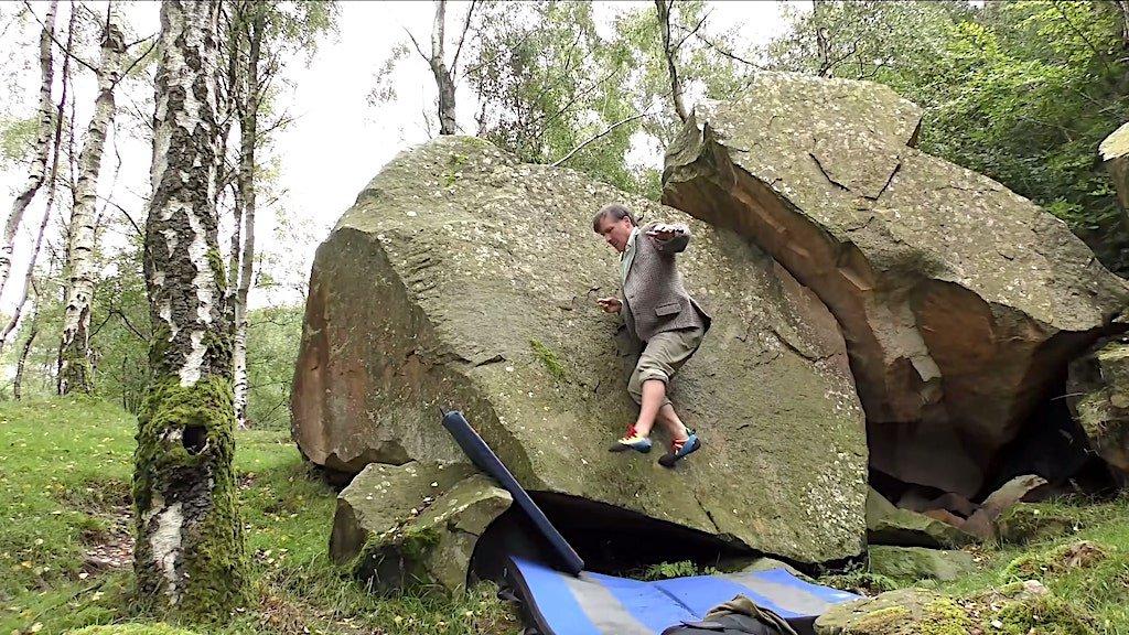 Độc lạ: Người đàn ông kỳ lạ chỉ dùng chân leo núi không dùng... tay - Ảnh 1.