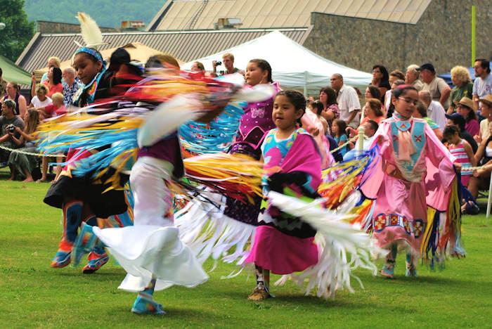 Lễ hội Pow Wow cuốn hút với những vũ điệu sắc màu độc lạ của thổ dân Cherokee - Ảnh 2.