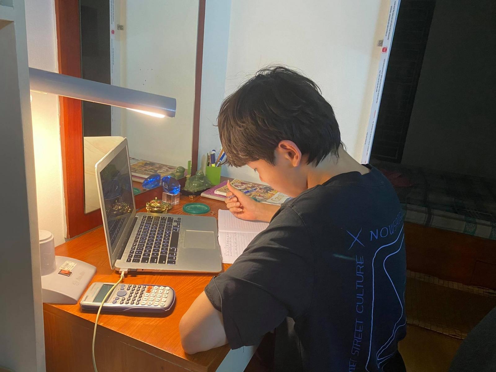 Khảo sát trực tuyến cho học sinh lớp 12 tại Hà Nội: Bài đọc dài, nhiều từ mới - Ảnh 1.