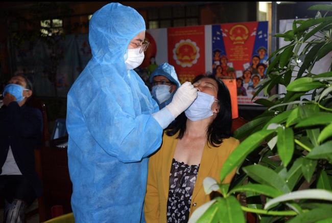 TT-Huế đề nghị người dân về từ TP.HCM liên hệ với cơ sở y tế để xét nghiệm SARS-CoV-2  - Ảnh 1.