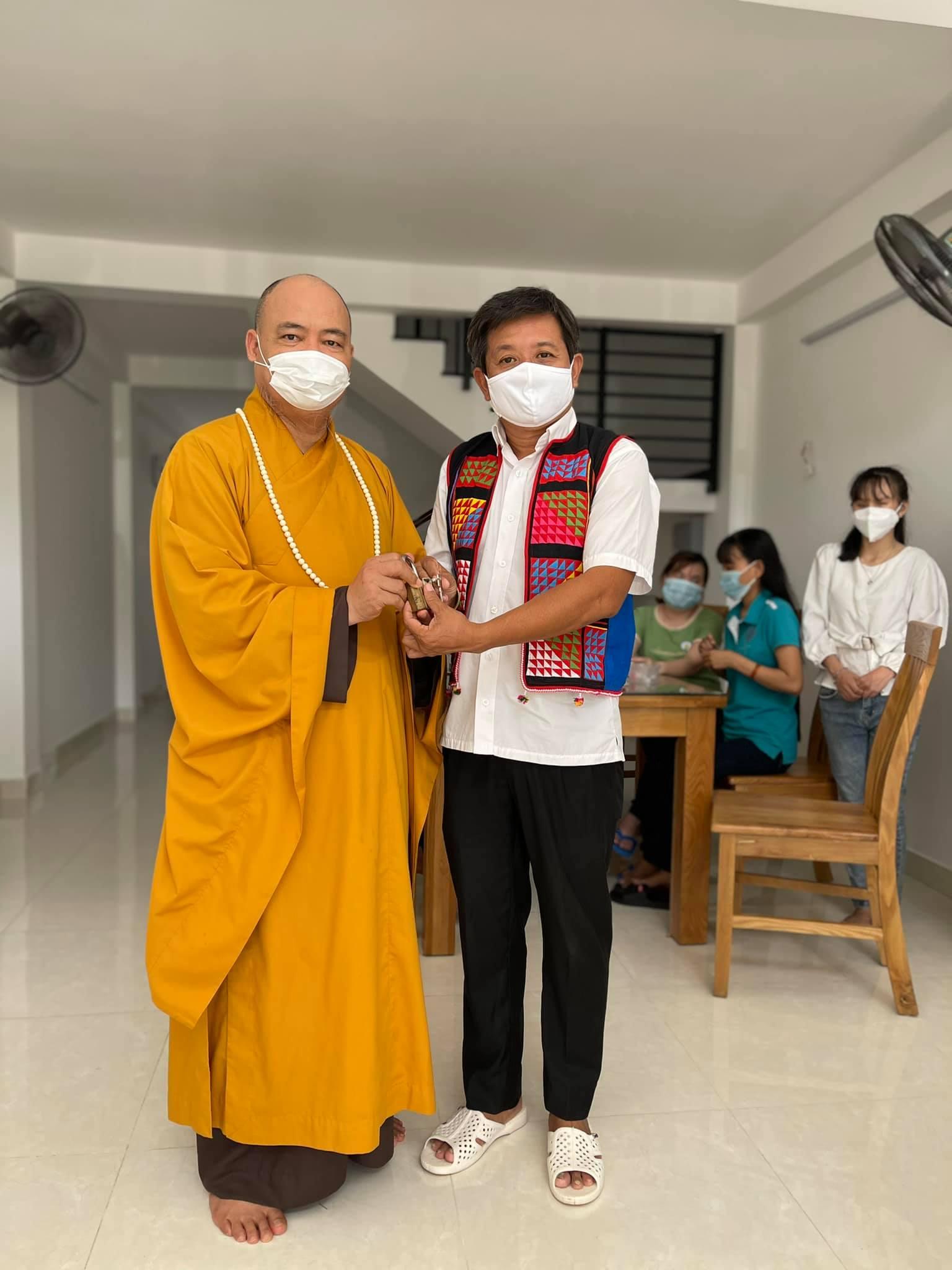 Ông Đoàn Ngọc Hải hiến tặng căn nhà 4 tầng để cưu mang người mù vô gia cư - Ảnh 1.