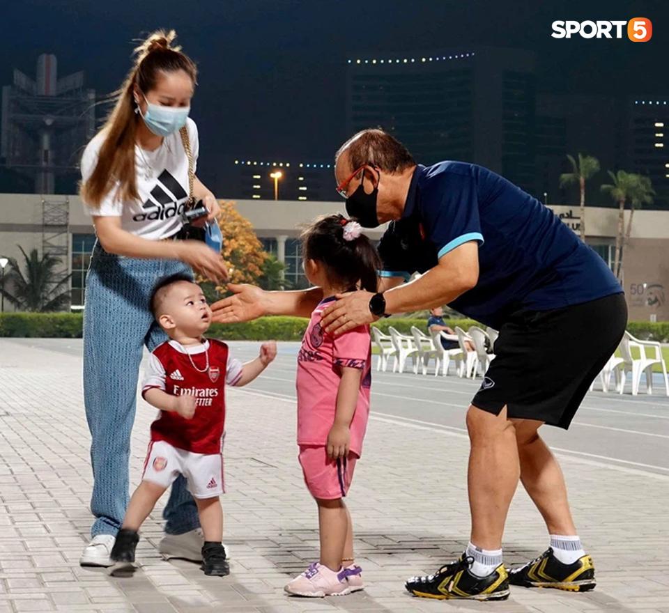 3 cầu thủ nào của ĐT Việt Nam được NHM UAE yêu mến nhất? - Ảnh 1.