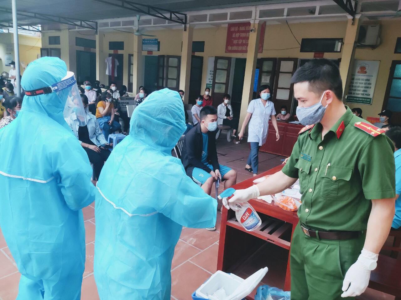 Lá thư cảm động của thầy giáo vừa dạy học, vừa dỗ con thay vợ - y sĩ đi chống dịch ở Bắc Giang - Ảnh 3.