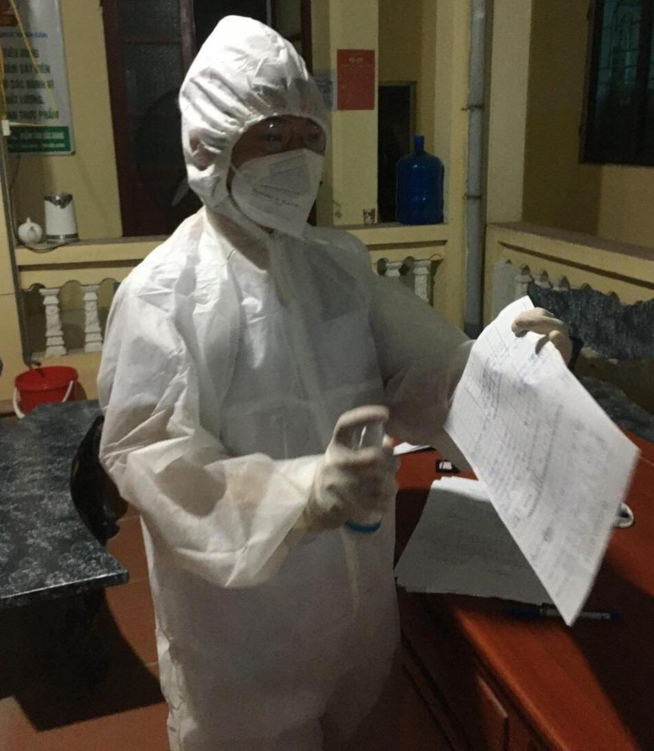 Lá thư cảm động của thầy giáo vừa dạy học, vừa dỗ con thay vợ - y sĩ đi chống dịch ở Bắc Giang - Ảnh 1.