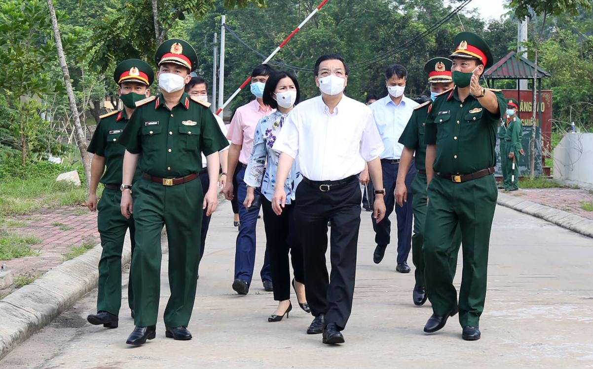 """Chủ tịch Hà Nội """"tức tốc"""" đến Trường Quân sự Bộ Tư lệnh Thủ đô sau khi có nhiều ca mắc Covid-19 - Ảnh 1."""
