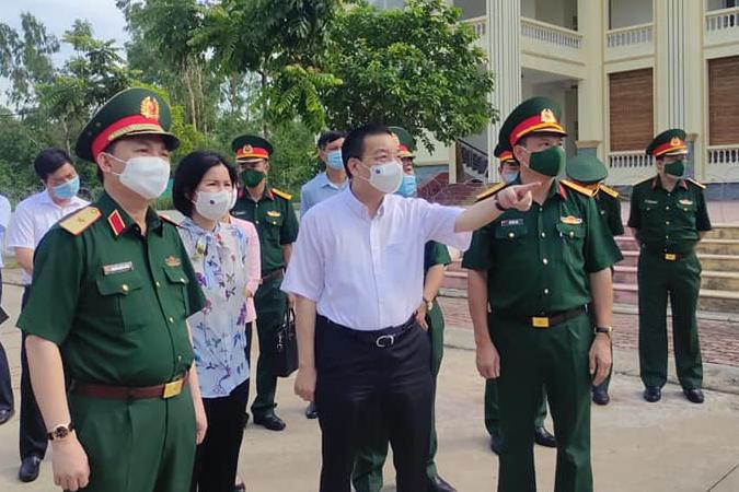 """Chủ tịch Hà Nội """"tức tốc"""" đến Trường Quân sự Bộ Tư lệnh Thủ đô sau khi có nhiều ca mắc Covid-19 - Ảnh 2."""