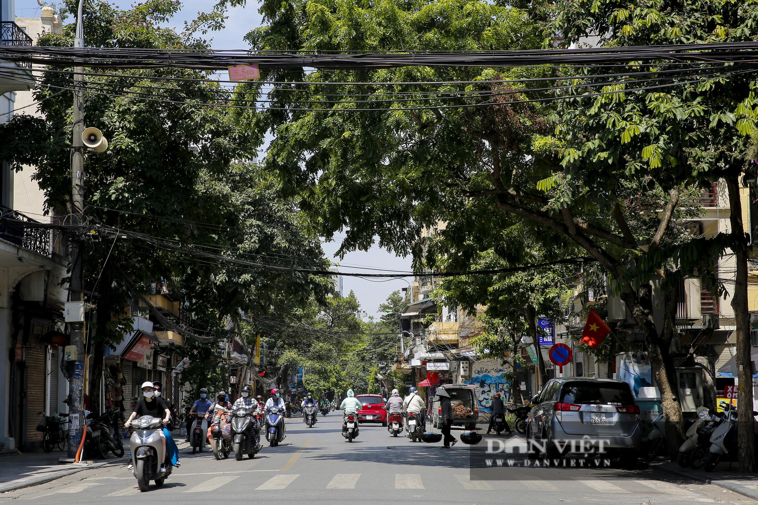 Hà Nội: Kỳ lạ con phố cổ dài 1 Km nhưng có 6 tên gọi khác nhau - Ảnh 1.