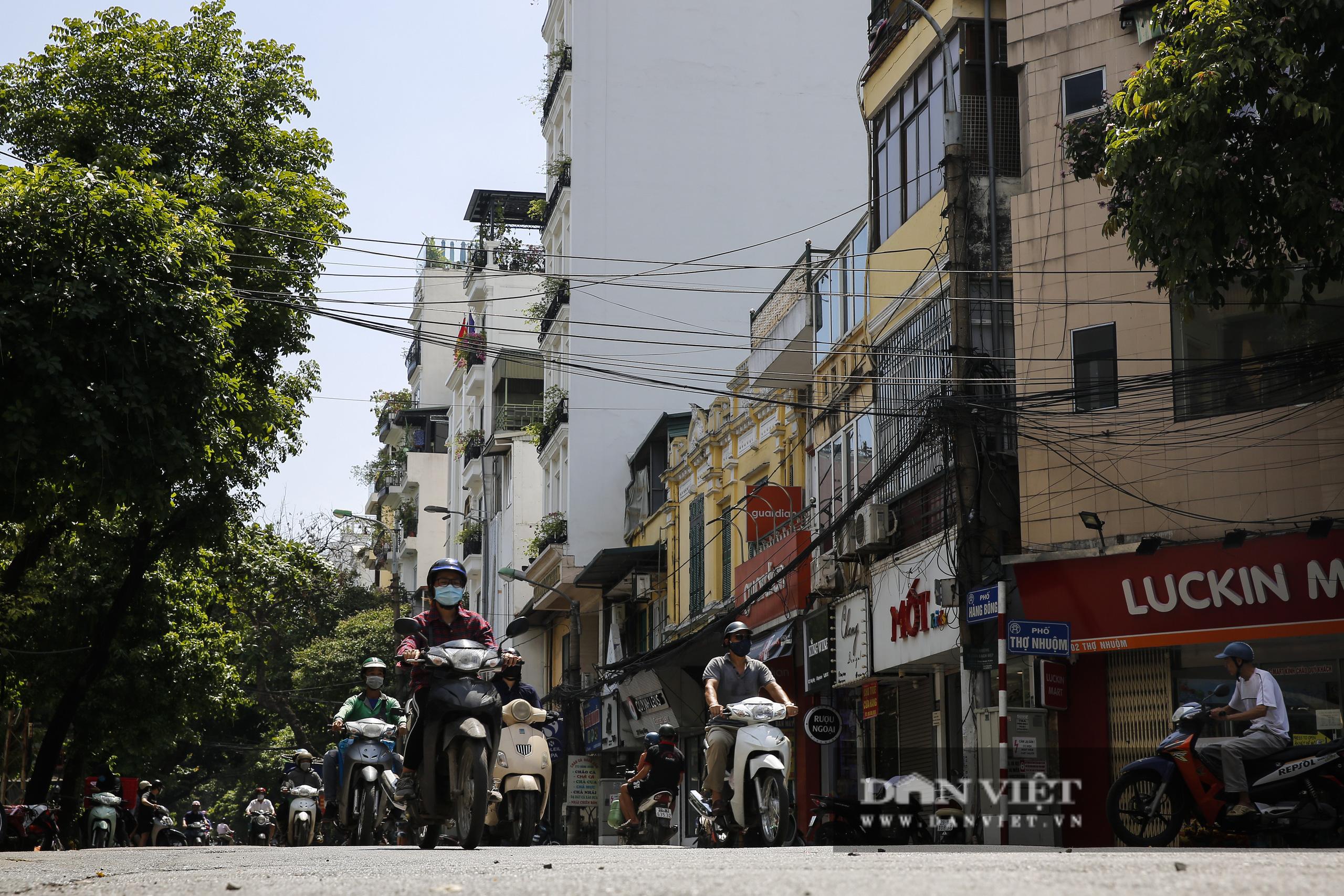 Hà Nội: Kỳ lạ con phố cổ dài 1 Km nhưng có 6 tên gọi khác nhau - Ảnh 6.