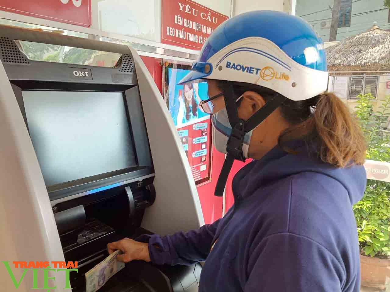 Hiệu quả từ máy CDM tại chi nhánh Agribank Phù Yên - Ảnh 3.