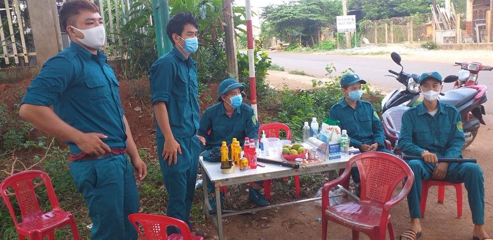 Đắk Lắk: Phong tỏa nhiều khu dân cư, cách ly 59 trường hợp F1 của nữ giáo viên trở về từ TP.HCM mắc dịch Covid-19 - Ảnh 1.