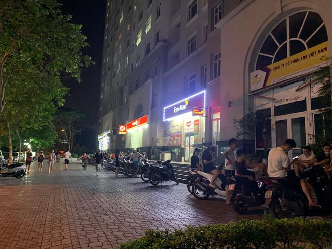 Hà Nội: Hàng chục thanh, thiếu niên tụ tập đông người tại trước cửa hàng tiện lợi Circle K - Ảnh 4.