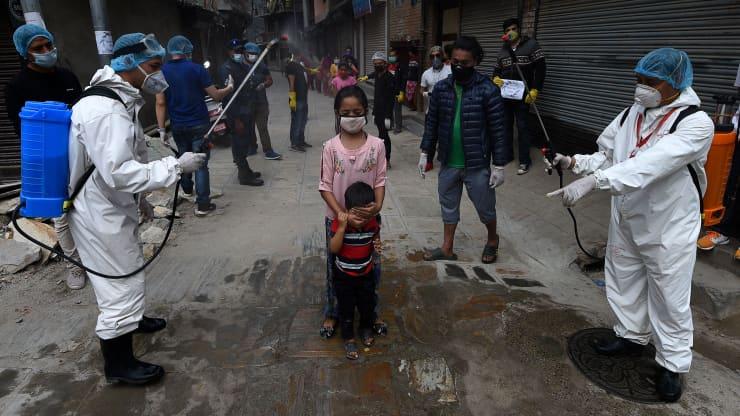 Tỷ phú Nepal thừa nhận đã đánh giá thấp làn sóng dịch Covid-19 thứ hai - Ảnh 1.